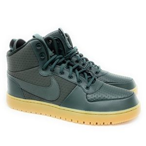 Nike New Court Borough Mid Winter Shoe Sneaker